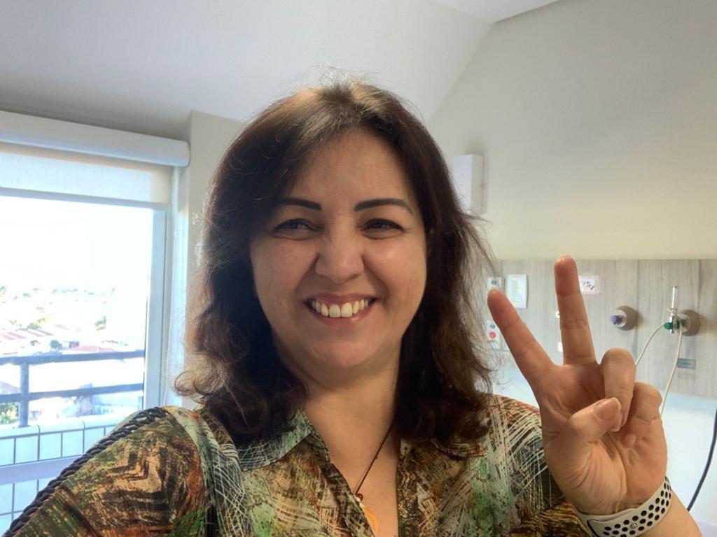 Depois de 16 dias internada, a professora recebeu alta para continuar a recuperação de casa na última segunda-feira (25) Foto: arquivo pessoal.
