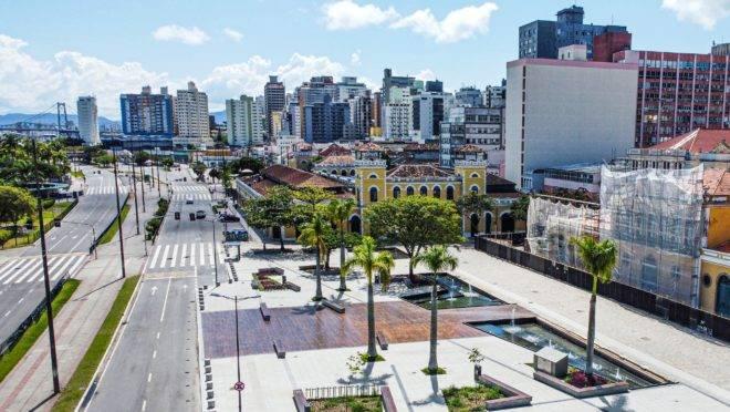 Av. Paulo Fontes, Largo da Alfândega e Mercado Público de Florianópolis fechados durante a pandemia de Covid-19