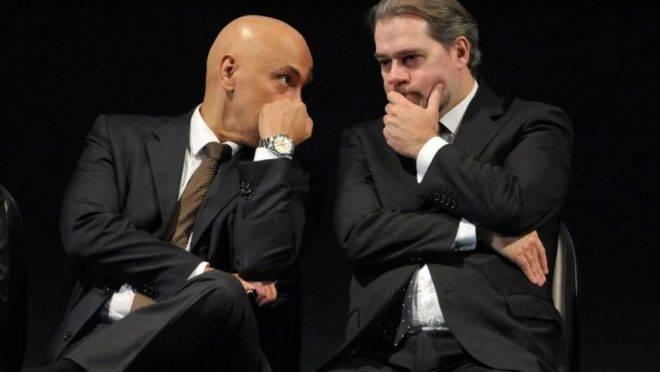 Ministro Alexandre de Moraes e o presidente do STF, Dias Toffoli, responsáveis pelo inquérito das fake news que tramita no Supremo.