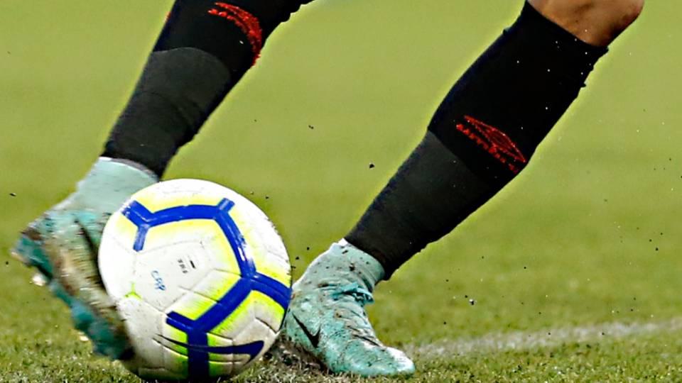 Risco de lesões preocupa na retomada imediata do futebol