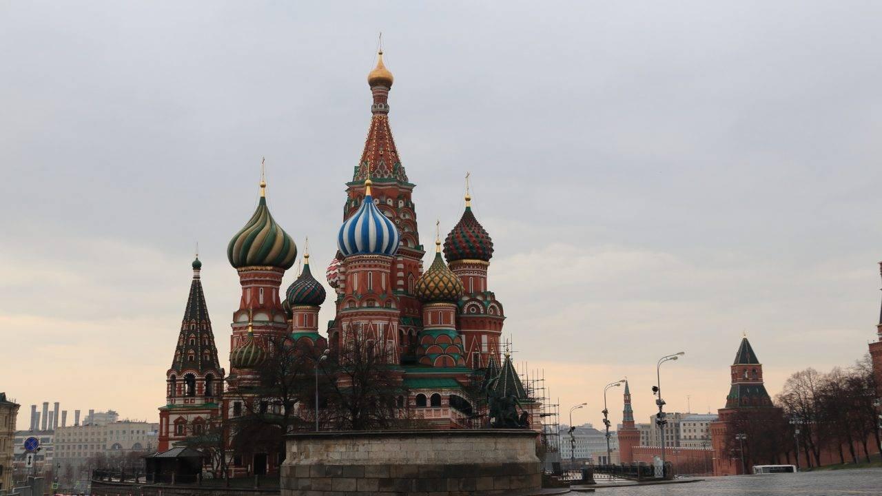 A pandemia de Covid-19 esvaziou o principal cartão-postal da Rússia, a Catedral de São Basílio, em Moscou.