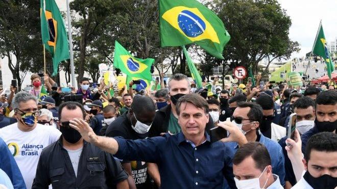 """Presidente Jair Bolsonaro participa de manifestação, em Brasília: discurso de campanha do """"Mais Brasil, menos Brasília"""", avançou muito pouco até agora."""