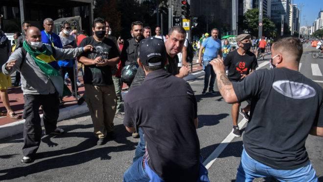 Protestos conta Jair Bolsonaro, em São Paulo, tinham manifestantes antifascismo