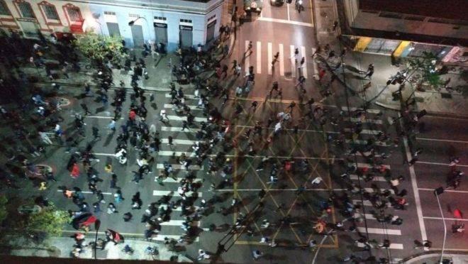 Confusão em Curitiba após manifestação.