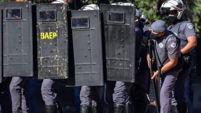 Policiais tiveram trabalho para conter manifestantes pró e contra o governo Bolsonaro no último domingo (31), em São Paulo: episódios como esse reforçam o argumento de quem defende a volta do Ministério da Segurança Pública.