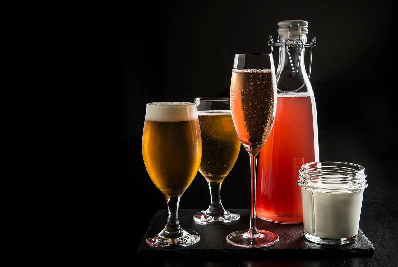 A fermentação é a responsável pela transformação do mosto primário em bebida alcoólica, como cerveja, vinho e sidra