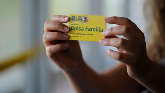 Bolsonaro defende pagamento do 13.º benefício do Bolsa Família, que não está previsto para 2020