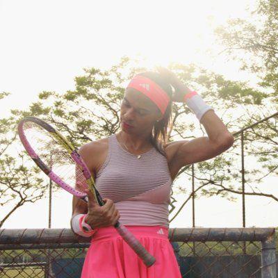 Cinthia Mariana dá aulas gratuitas de tênis para jovens em situação de vulnerabilidade Reprodução/ Twitter
