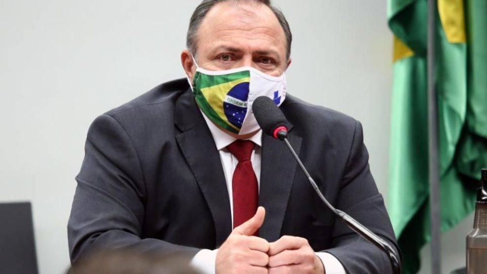 """Pazuello diz que dados da vacina anunciada pela Rússia são """"rasos"""""""