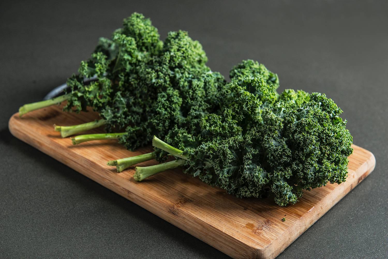 Couve kale foi a escolhida da chef Kika Marder, do Sel et Sucre, para uma salada morna com avelãs