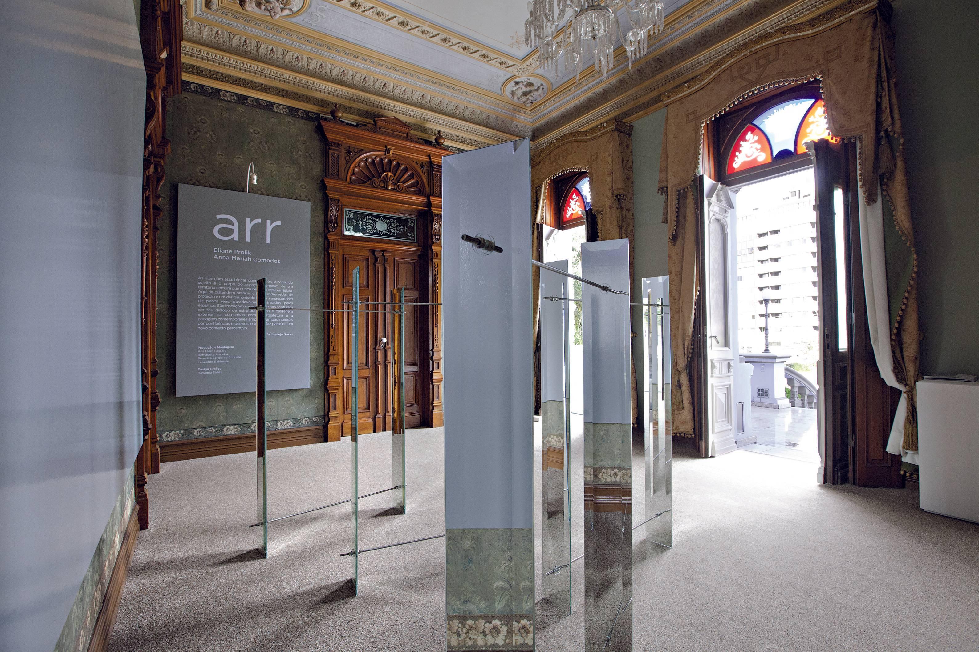 """""""Espelho-espelho"""": obra de Eliane Prolik na exposição ARR, de 2015. Foto: Marcelo Almeida/ Divulgação"""