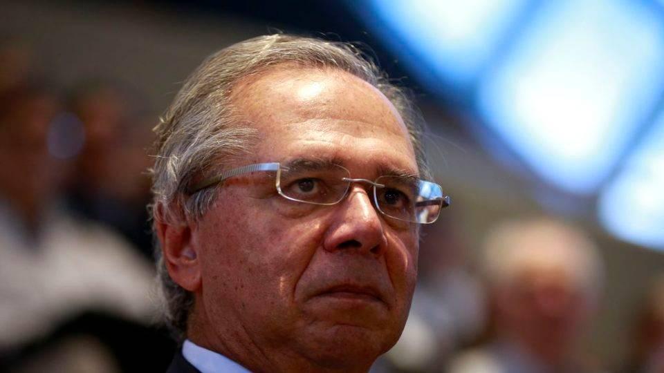 Desembargador suspende investigação contra Guedes até setembro