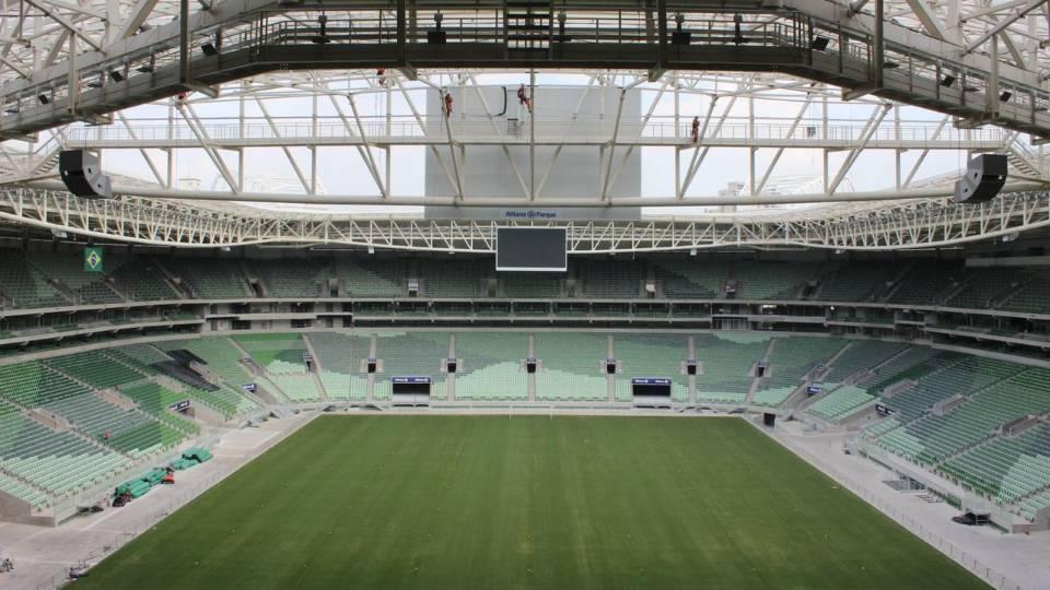 Sem futebol, arenas buscam opções para se reinventar durante crise