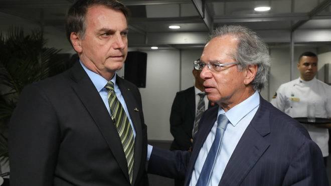 Bolsonaro contradiz discurso sobre teto