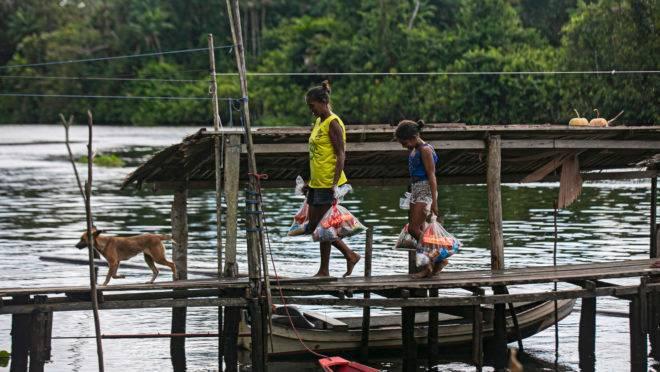 Moradores de Melgaço, no Pará: economistas e o próprio governo estudam mudanças nos benefícios sociais.