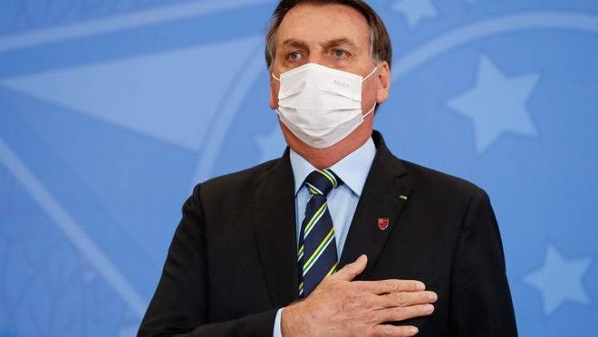 Covid-19: Bolsonaro cancela compromissos e aguarda resultado de exame