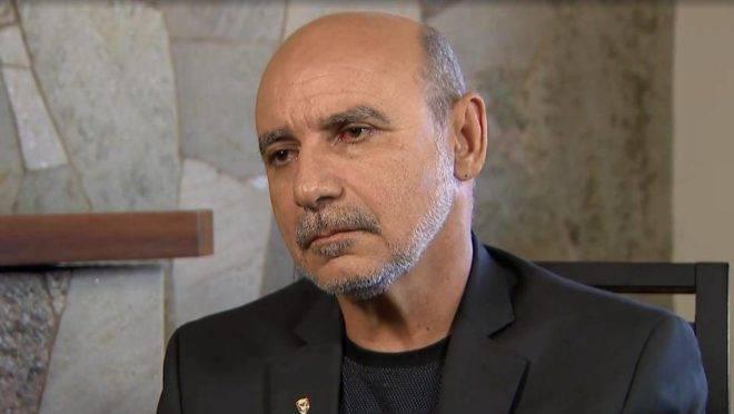 """Fabrício Queiroz, ex-assessor de Flavio Bolsonaro, é suspeito de comandar um esquema de """"rachadinha""""."""