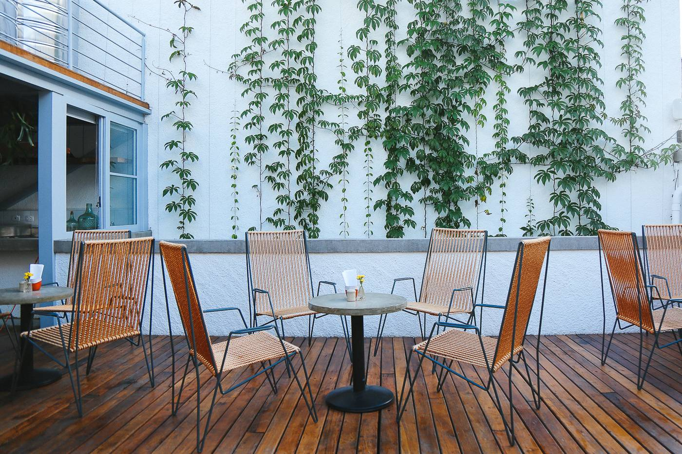 Cadeiras do restaurante Fitó estão entre os bens leiloados. Foto: Divulgação