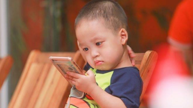No novo normal, muito mais do que com as telas, criança vai continuar combinando com brincadeira, com parceria e quintal.