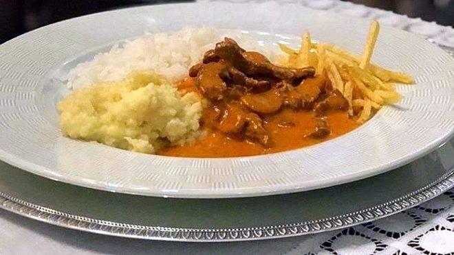 O Strogonoff de mignon, um dos mais pedidos no menu do Ile de France, servido na casa do cliente.