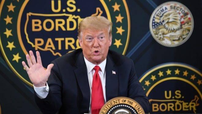 O presidente americano Donald Trump fala na estação de Patrulha da Fronteira dos EUA em Yuma, Arizona, 23 de junho de 2020