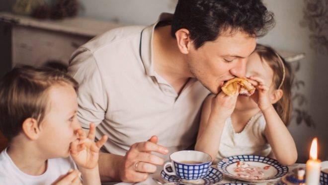Crianças mais pressionadas pelos pais, quando o assunto é comida, são as que desenvolvem maiores níveis de alimentação seletiva