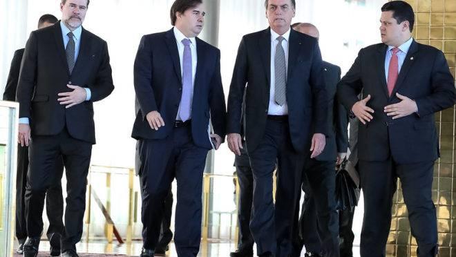 Jair Bolsonaro ao lado de Dias Toffoli, Rodrigo Maia e Davi Alcolumbre: todos contra a Lava Jato.