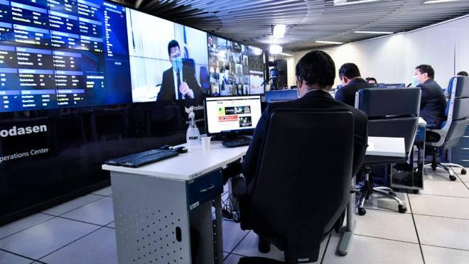 Senado começou a discutir projeto de lei de combate às fake news em sessão remota