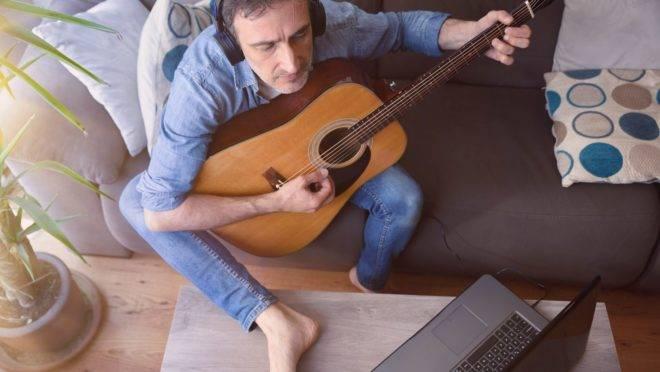 Listamos alguns canais, gratuitos e pagos, para quem quer começar a praticar um instrumento ou aperfeiçoar seus talentos musicais.