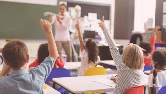 Pesquisadores avaliaram a transmissão da Covid-19 de crianças para adultos em uma cidade pequena da França