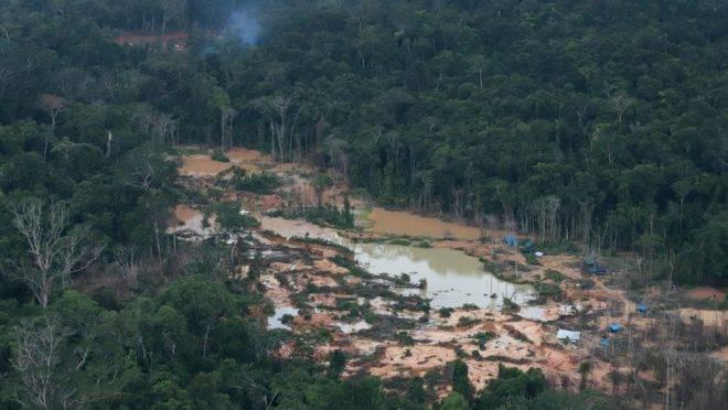 Foto aérea de região de mineração ilegal no estado de Roraima, 12 de maio de 2020