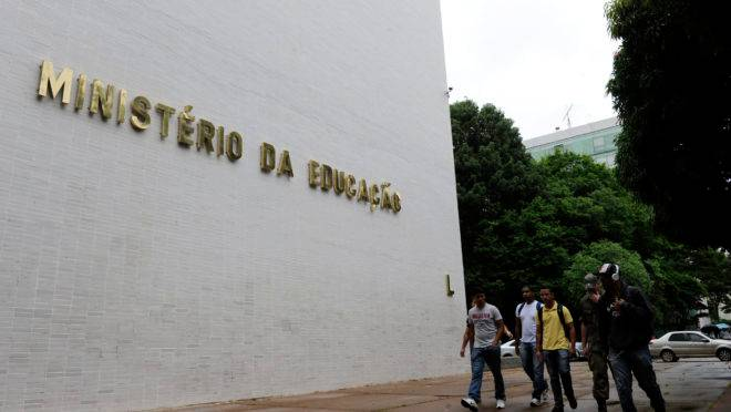 Prioridade para Bolsonaro, ministério da Educação não deslanchou em seu governo