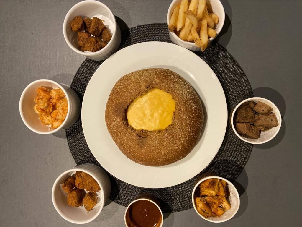 O fondue do Outback é servido no pão australiano. Foto: Gisele Rech