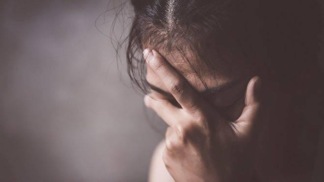 Pesquisas mostram que, se uma mulher está sofrendo abuso, é mais provável que ela recorra a alguém que conhece, como amigos e familiares.