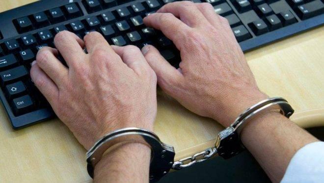 Projeto das fake news quer criminalizar a opinião dos usuários na internet.