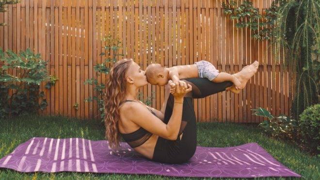 Os exercícios no pós-parto liberam a ocitocina, hormônio que contribui com a amamentação ao ajudar na produção e ejeção do leite