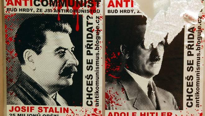Cartaz contra Stalin e Hitler espalhado pelas ruas de Praga