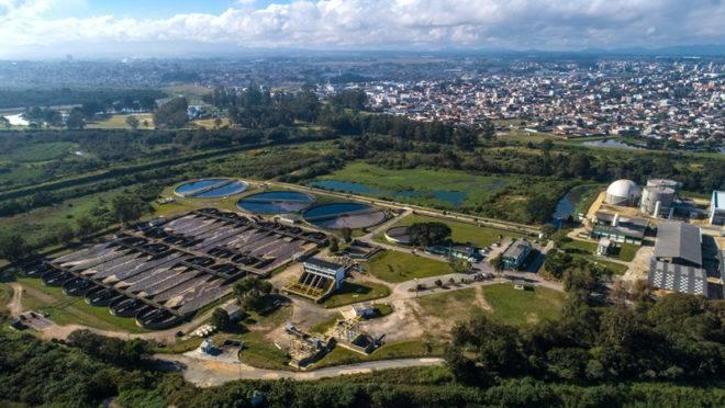 Estação de Tratamento de Efluentes em Curitiba: a cidade está entre as que apresentam os melhores índices de coleta de esgoto e abastecimento de água.