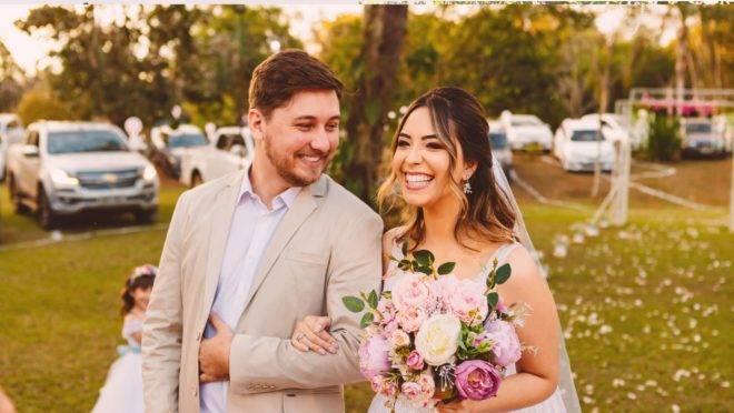 Casal organiza casamento drive-in em Campo Grande, Mato Grosso do Sul