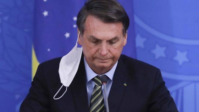 O presidente Jair Bolsonaro concedeu entrevista para informar que seu exame para a Covid-19 deu positivo