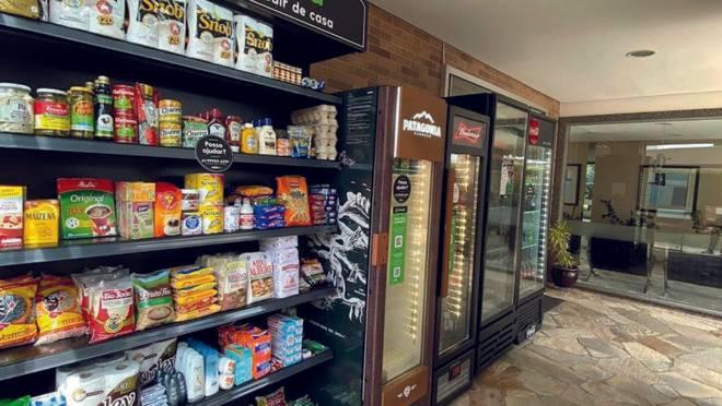 Startup oferece a estrutura de um mini-mercado 24 horas dentro de condomínios privados. Todo o processo de pagamento e retirada das compras acontece sem contato com outras pessoas.