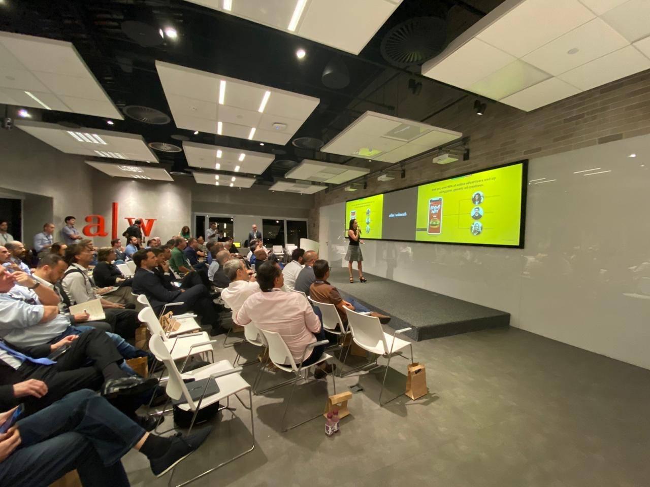 Folloni em apresentação da Chili Gum para investidores da BR Angels no início de 2020.