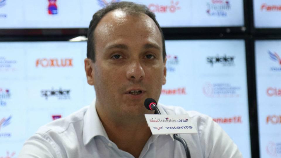 Paranaense: Dirigente do Paraná pede término do campeonato