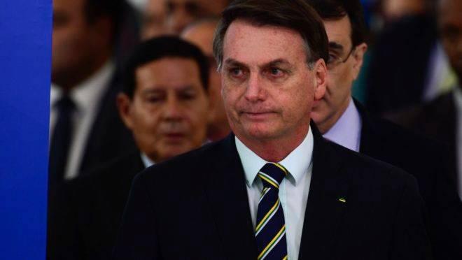 Presidente Jair Bolsonaro foi diagnosticado com Covid-19 .