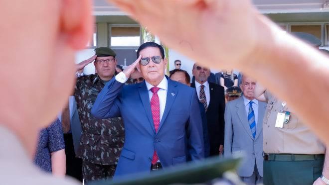 Hamilton Mourão, vice-presidente, diz que gostaria de compor chapa novamente com Bolsonaro em 2022.