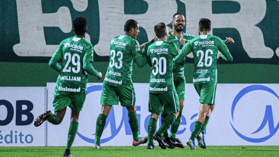 Após jogo do Catarinense, Chapecoense revela novos casos de Covid-19 no elenco