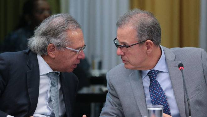 Ministros Paulo Guedes (Economia) e Bento Albuquerque (Minas e Energia).