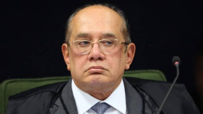"Ministro Gilmar Mendes disse que o Exército é cúmplice de um ""genocídio"" no Brasil por causa da alta mortalidade do novo coronavírus."