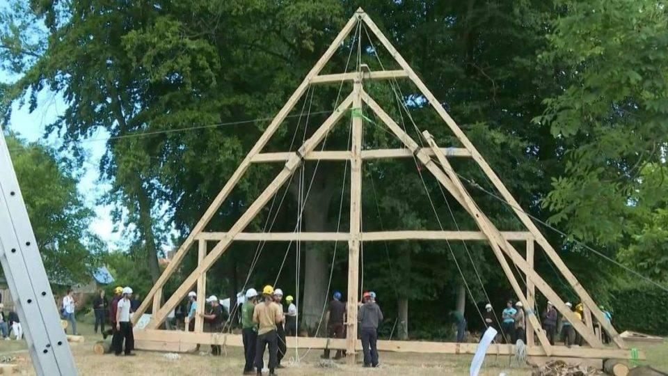 Grupo defende técnicas tradicionais e medievais na reconstrução da Catedral de Notre-Dame