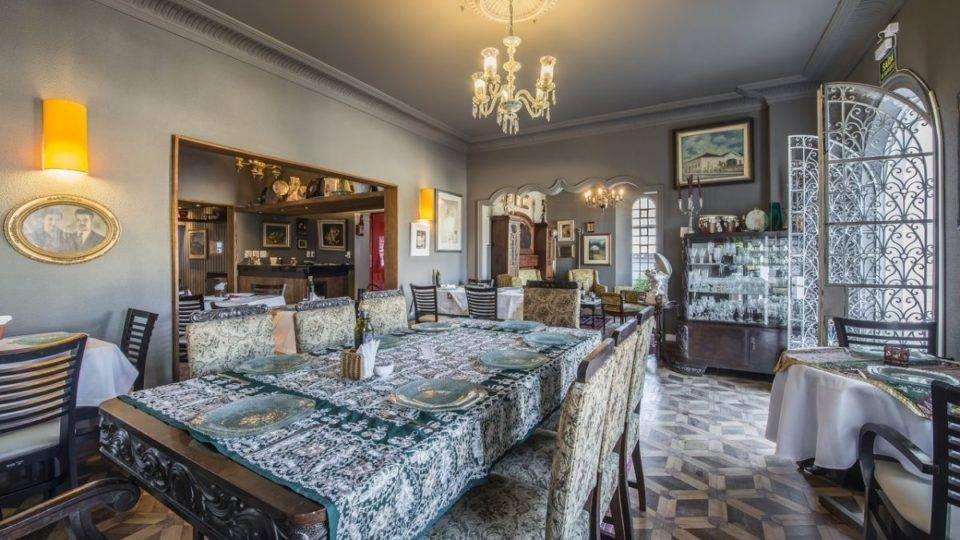 """""""Como se fosse a primeira vez"""", restaurantes reabrem as portas ao público em Curitiba"""